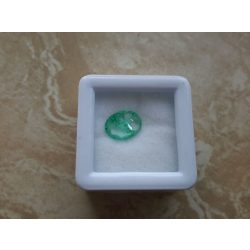 1,90 Ct Természetes Ovális smaragd tanúsítvánnyal