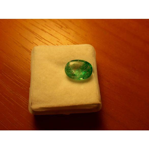 3,90 Ct Természetes Ovális  smaragd - tanúsítvánnyal