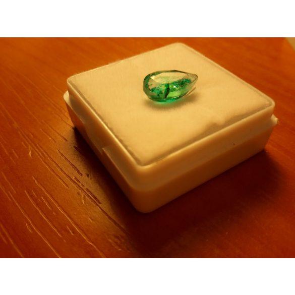 2,20 Ct Természetes körte alakú világos zöld  smaragd - tanúsítvánnyal
