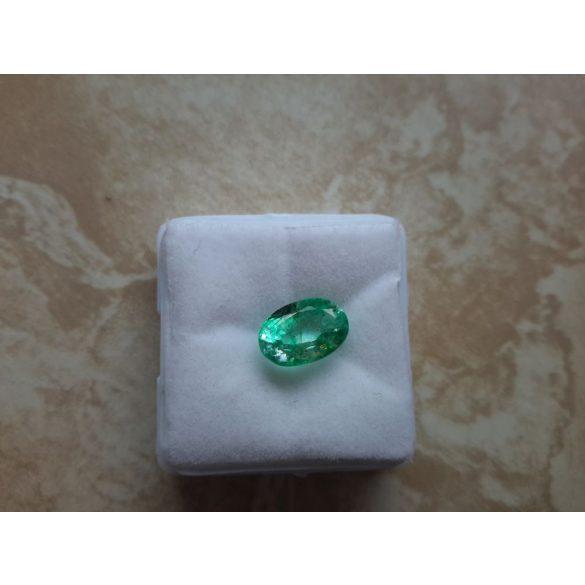 Gyönyörű szép 2,45 Ct Természetes Ovális vágott smaragd  tanúsítvánnyal